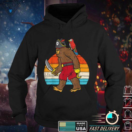 Bigfoot Sasquatch Pirate Parrot Retro Halloween Men Boys T Shirt