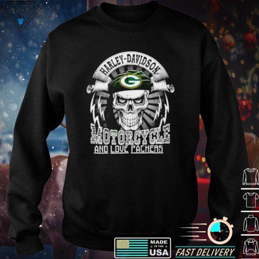 Harley Davidson Motorcycle and love Green Bay Packers shirt